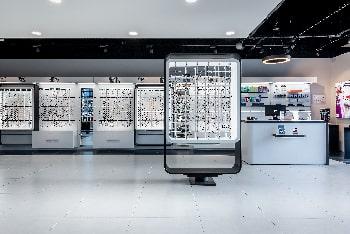 Photographie d'intérieur du centre optique Optic 2000 à Mondevillage