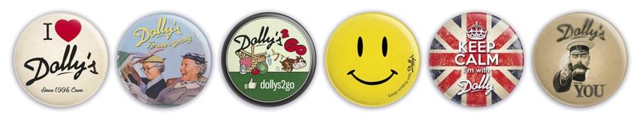 Déclinaison de l'identité visuelle et du logo du Dolly's 2 Go sur des badges